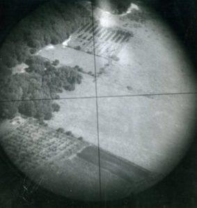 Norden_bombsight_crosshairs
